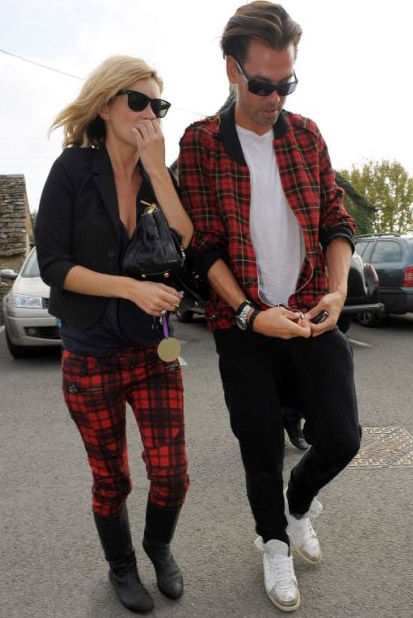 kate-moss-skinny-tartan-pants-male-friend-matching-tartan-jacket